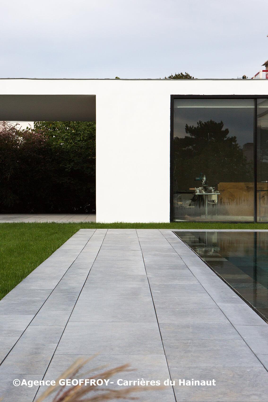 Terrasse pierre bleue écuré