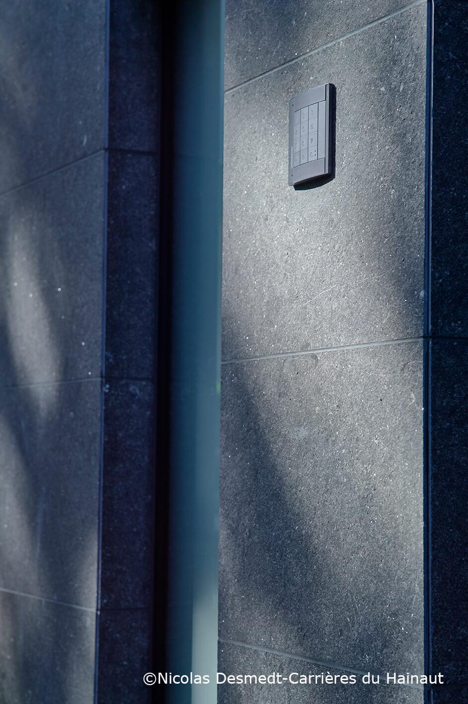 Mur dalles pierre bleue EnoLuce
