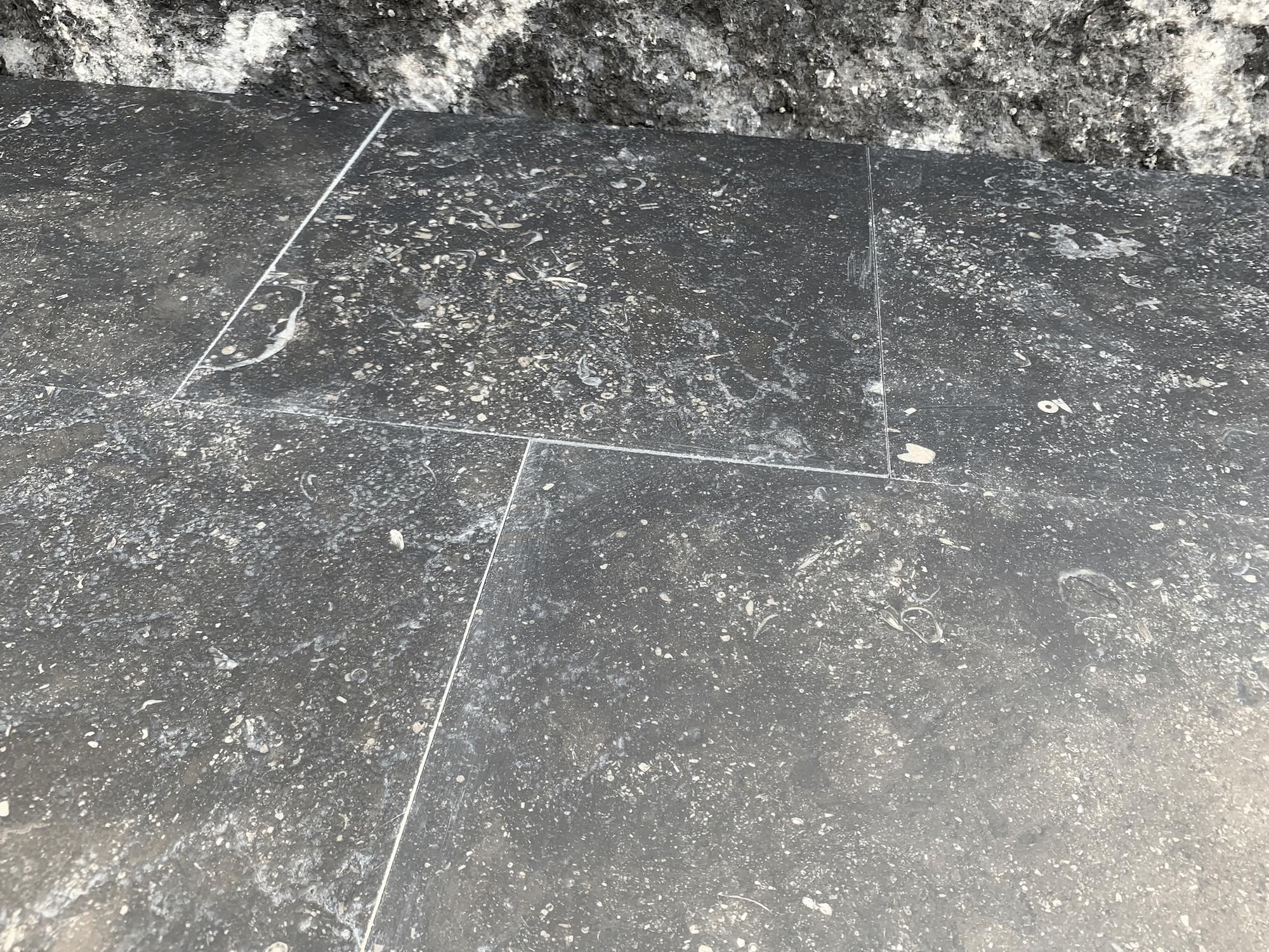 Dalles pierre bleue vieillies brossées
