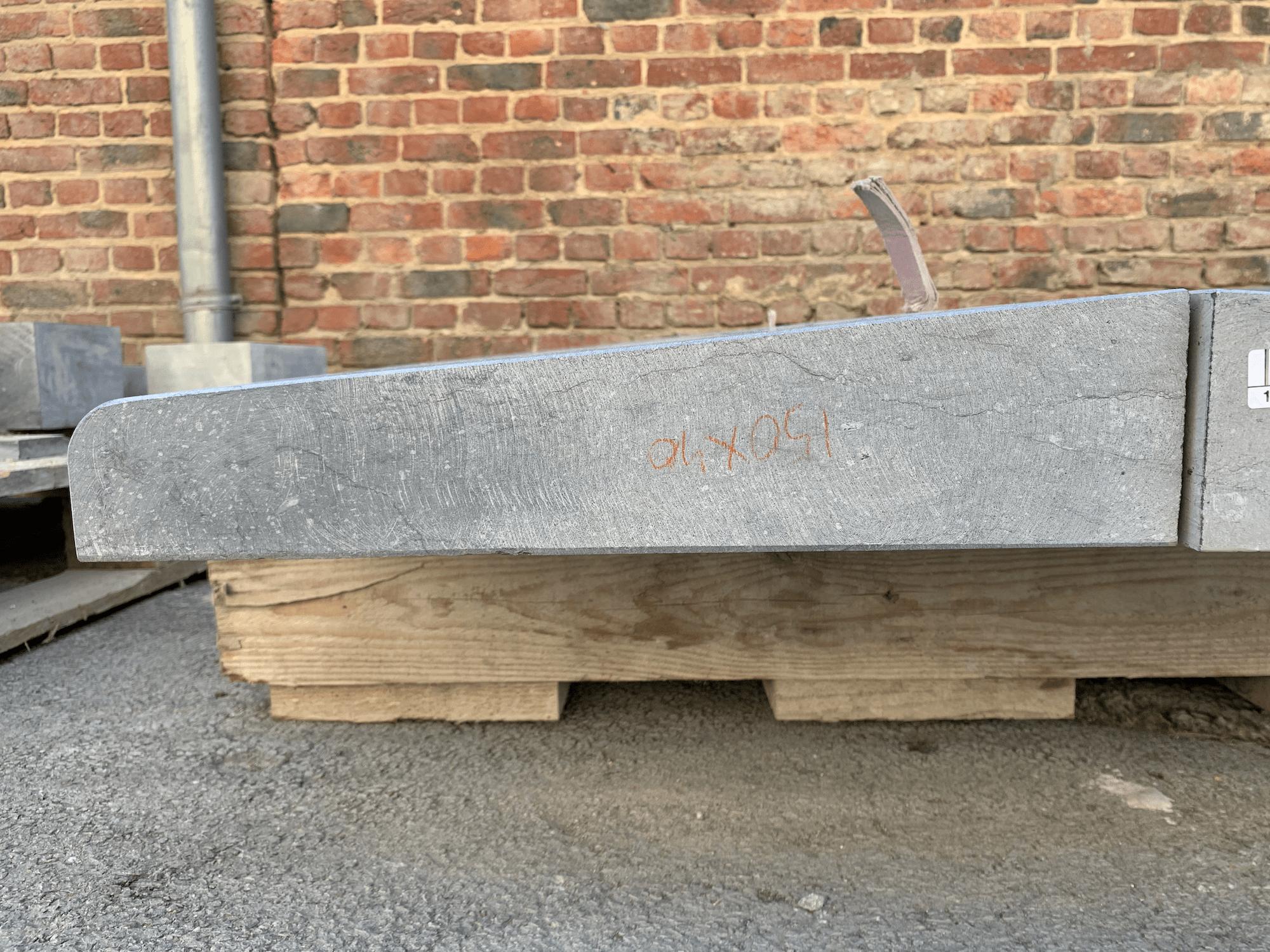 Seuil garage arrondi pierre bleue de Belgique